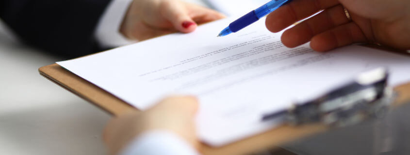 Why should an investor read the Franchise Disclosure Document before investing in a franchise?
